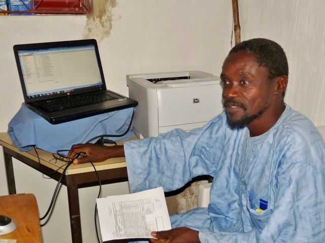 Un ordinateur et une imprimante pour les enseignants du collège