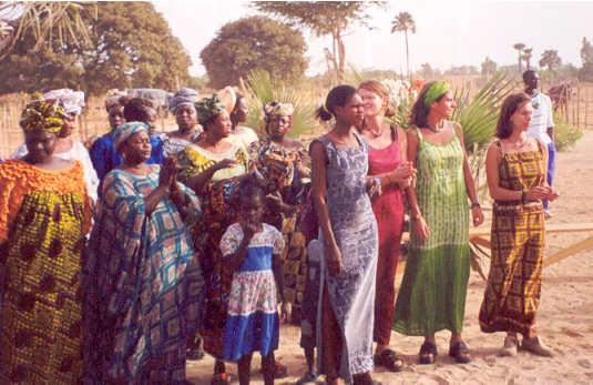 Lure, Félicia et Cendrine lors de l'inauguration du CLEP en mai 2000