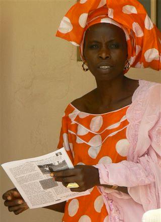 Lectrice du Journalekat à Bassoul